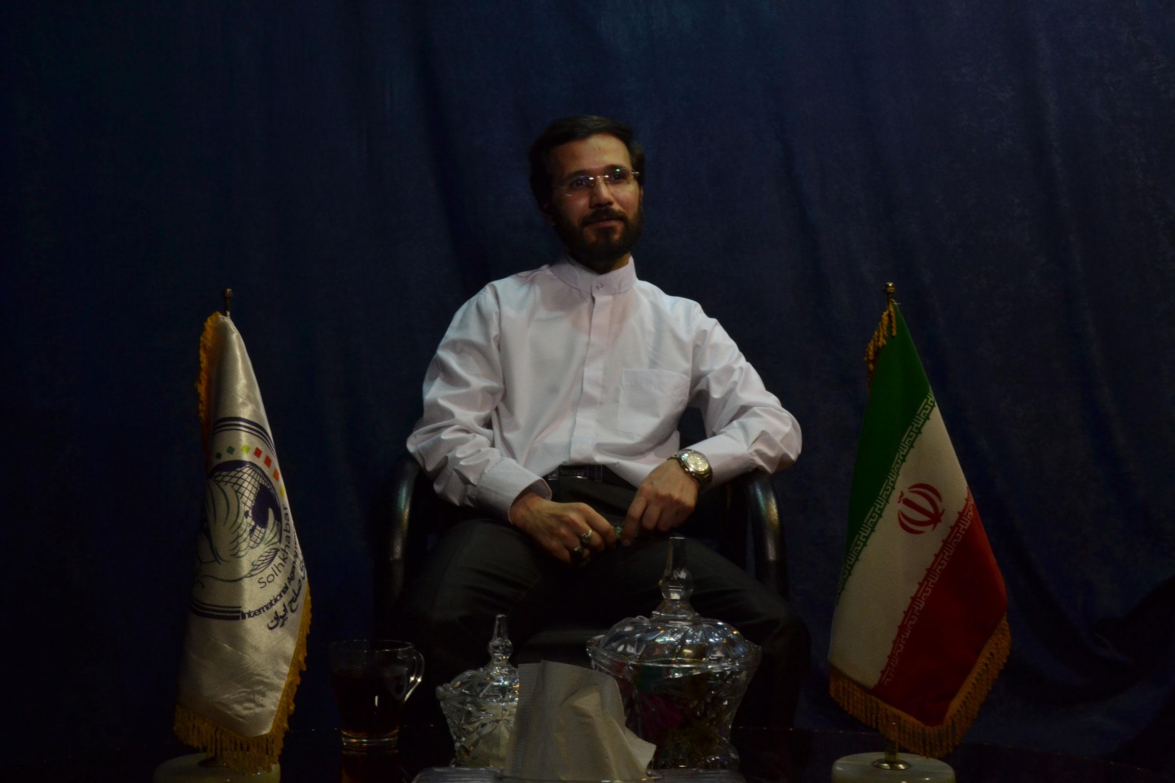 گفتگو خبرگزاری صلح ایران با مهندس حسینی