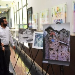 visitors-head-of-the-media-institute-of-peace-of-sacred-defense-exhibition-solhodoosti-5dfs