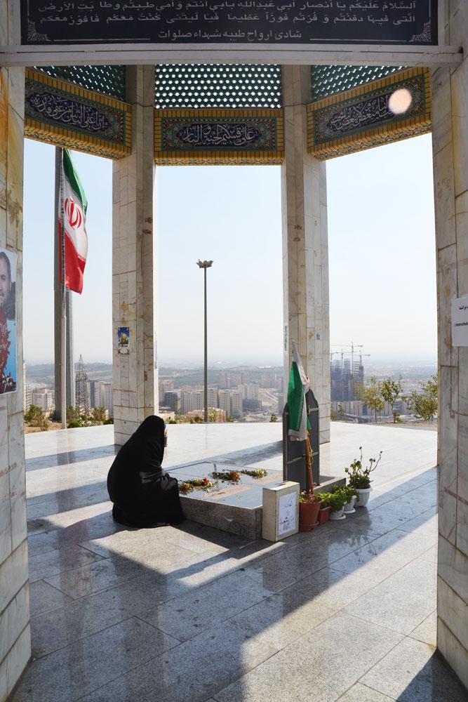 غبار روبي و عطر افشاني مزار شهدای گمنام